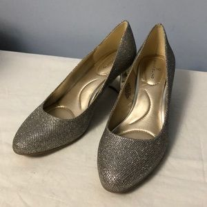 Bandolino Gold sparkle shoes heels 8M